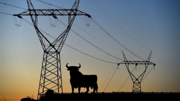 ¿Por qué es tan cara la electricidad en España?