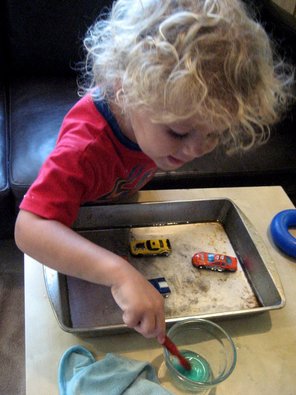 Wordless Wednesday: Simple Toddler Car Wash