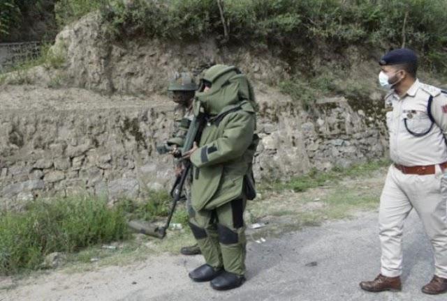 जम्मू-कश्मीर: बड़ी आतंकी साजिश नाकाम, किश्तवाड़ में विस्फोटक उपकरण बरामद ।