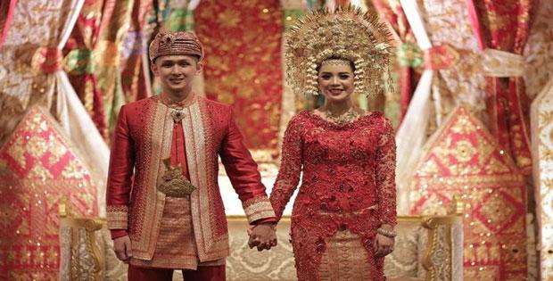 Macam-Macam Pakaian Adat yang Ada di Indonesia