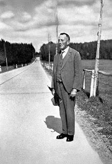 """Robert Walser, """"El paseo"""", suicidio, Ybarra"""
