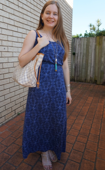 summer SAHM style blue printed maxi dress louis vuitton neverfull tote bag damier azur | away from blue