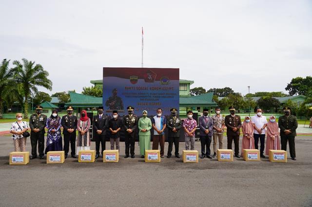 Dalam Rangka HUT TNI Ke-76, Korem 022/PT Gelar Baksos pemberian Paket Sembako