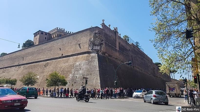 Muros cercando os Museus do Vaticano - O que fazer no Vaticano