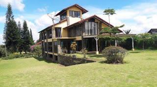 Villa Kencana Lembang halaman luas