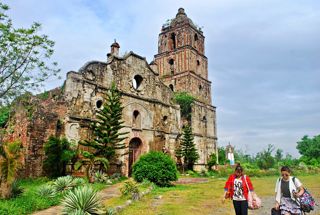 Church ruins in Isabela