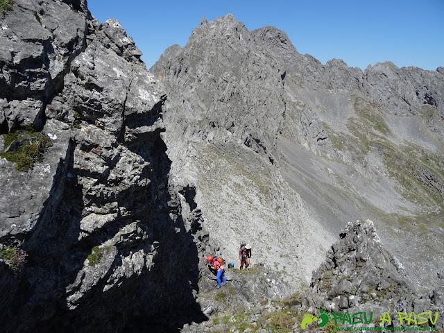 Ruta Peña Ubiña por la Arista Norte: llegando a la pradera