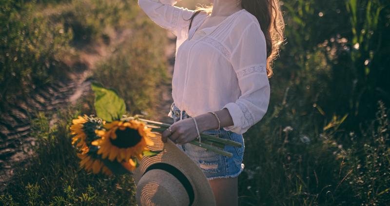 słoneczniki i kapelusz