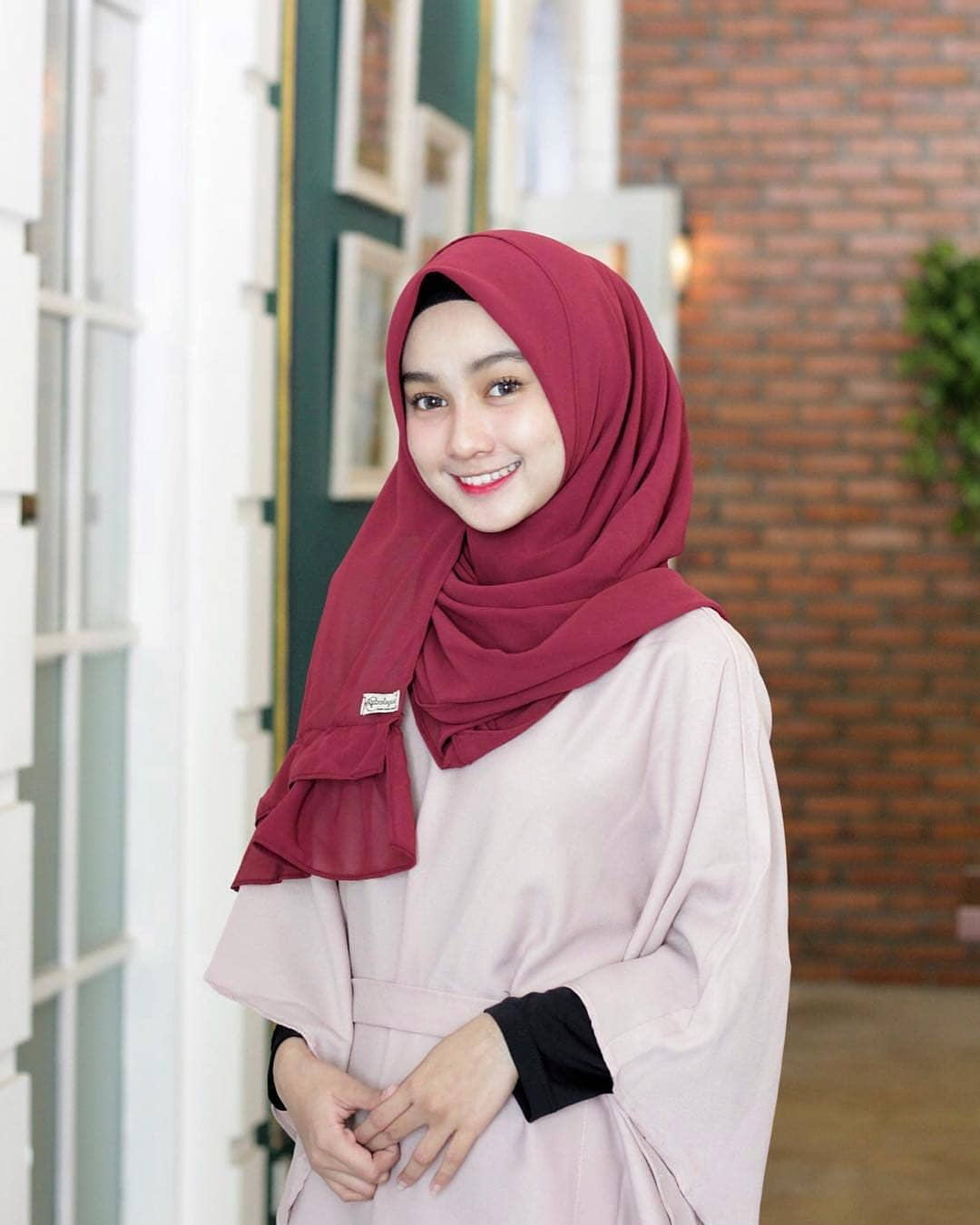 Examples of Beautiful and Elegant Womens Hijab Model Photos