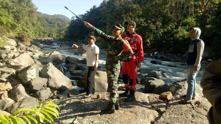 Dansatgas TMMD ke 105 Kodim 1424/Sinjai Tinjau Lokasi Pembuatan Jembatan Gantung