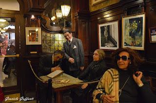 Café Tortoni. Buenos Aires, Divina Valeria