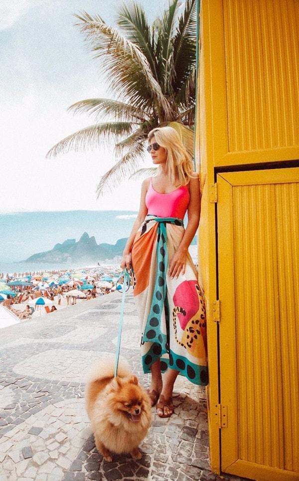 Look praia com pareo Lala Rudge