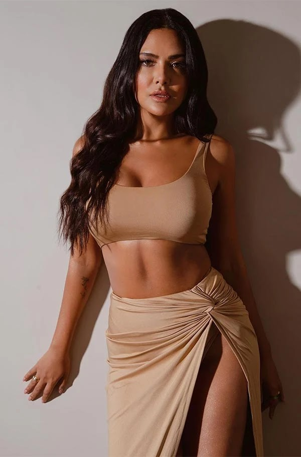 Nakaab actress, Esha Gupta, in tiny top and waist high slit skirt is too hot to handle.