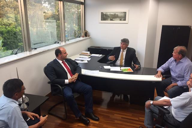 Padre Afonso Lobato (PV) discute com bananicultores do Vale do Ribeira sobre a proibição de pulverização aérea