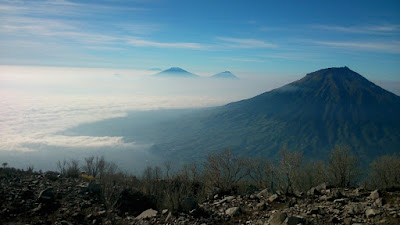 view pemandangan gunung sindoro
