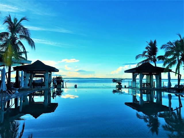 Crimson Resort and Spa Mactan Infinity Pool