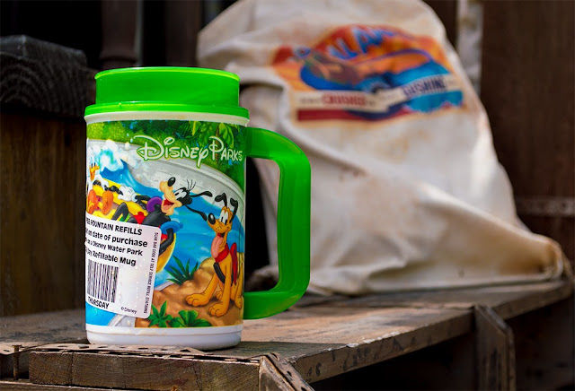 Caneca de refil dos parques aquáticos da Disney (o Typhoon Lagoon e o Blizzard Beach)