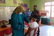 Babinsa Koptu Suprapto Dampingi Vaksinasi Di Wilayah Binaannya