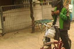 Antar Orderan Pakai Sepeda, Cerita Abang Ojol Satu Ini Berhasil Bikin Mewek Warganet