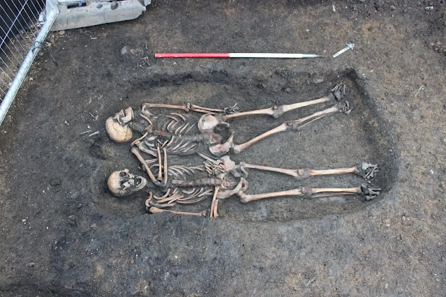 A rare Roman double burial from Roman Gloucester: revealing relationships through aDNA