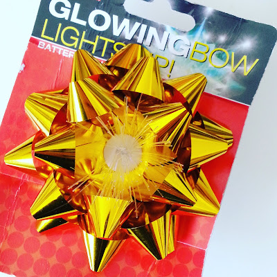 'Glowing' gift bow in packaging.