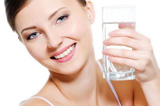 Mengatasi Wajah Kering dengan Mengkonsumsi Air Putih