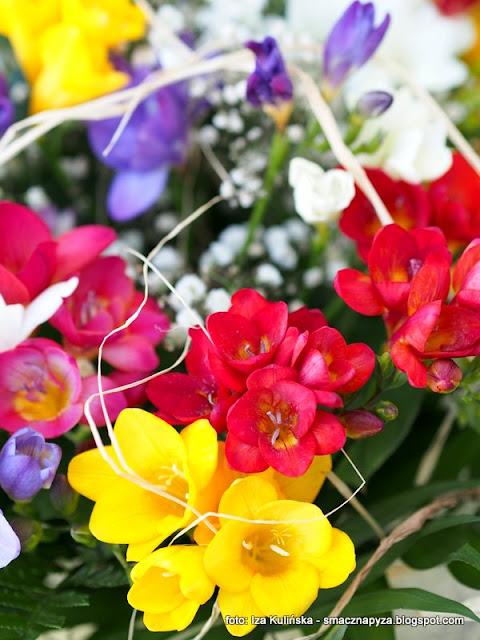 zloz zyczenia smacznej pyzie, smaczna pyza ma urodziny, kwiaty, czekam na zyczenia, kwiatki, frezje, to lubie