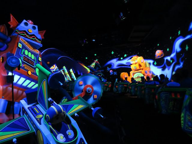 hong kong disneyland ; toy story ride