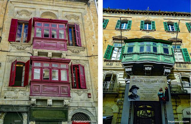 Balcões coloridos em madeira, típicos da arquitetura de Malta