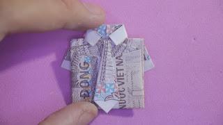 cách gấp áo sơ mi + cà vạt bằng tiền giấy