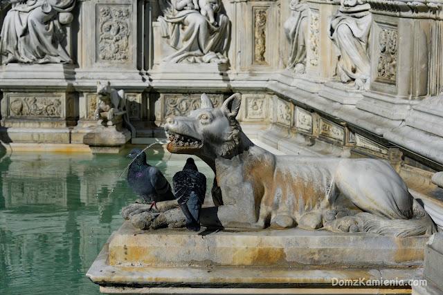 Siena Fonte Gaia dom z kamienia
