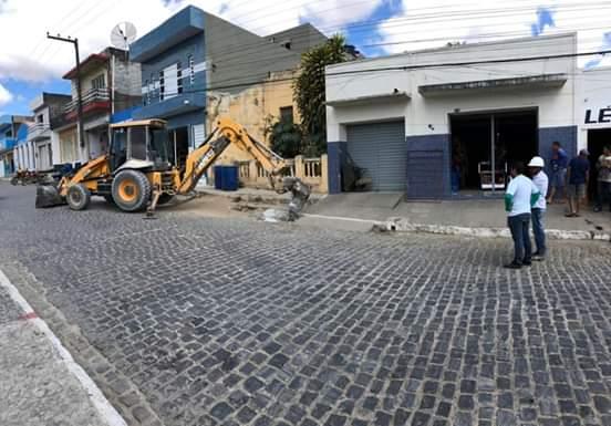 Asfalto: Renato Sales assina nesta segunda-feira (9) ordem de serviço da pavimentação asfáltica da cidade. O ato acontece na prefeitura às 10h.