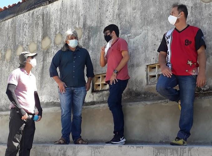 Prefeito Inácio Nóbrega e o vice-prefeito Cícero Maciel acompanham obras em andamento no município