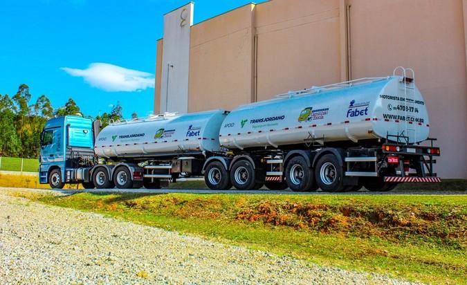 Fabet SP e Transjordano firmam parceria e criam programa de formação de motoristas de bitrem