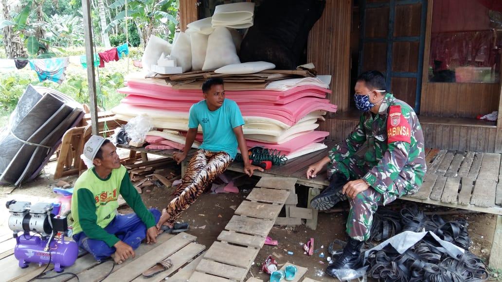Sambangi Desa Binaan Babinsa Kodim Barabai Ajak Warga Cegah Corona