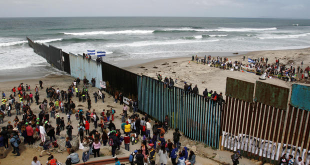 "Central Americans in migrant ""caravan"" arrive at southern border"