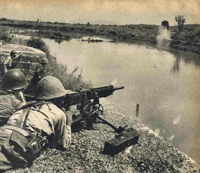 Japanese gunners in Hunan Province on 23 September 1941 worldwartwo.filminspector.com