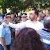 «Θα κρατηθούνε όλοι»: Βουλευτής του ΣΥΡΙΖΑ στη Δράμα «διατάζει» τον επικεφαλής αστυνομικό-«Ντροπή σας προδώσατε τη Μακεδονία» του φώναζε ο κόσμος (videos)