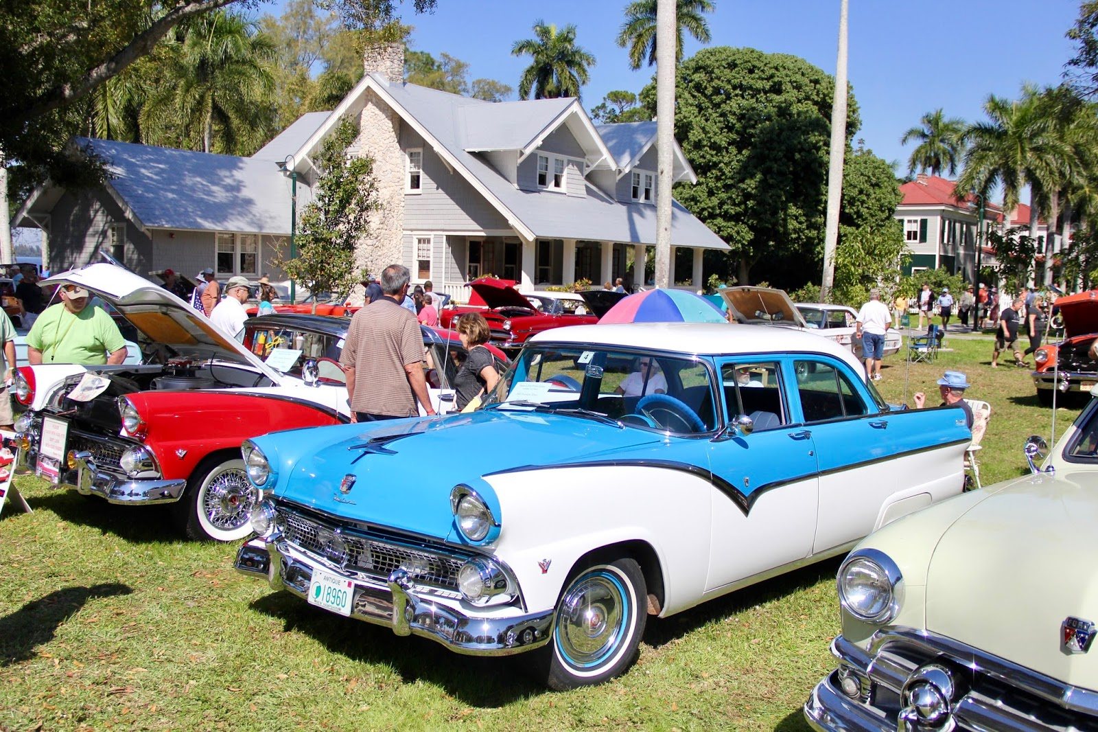 1955 ford fairlane crown victoria blog cars on line - My Mother Had A Two Tone Blue And White 1955 Ford Fairlane Like This One First Car I Ever Drove