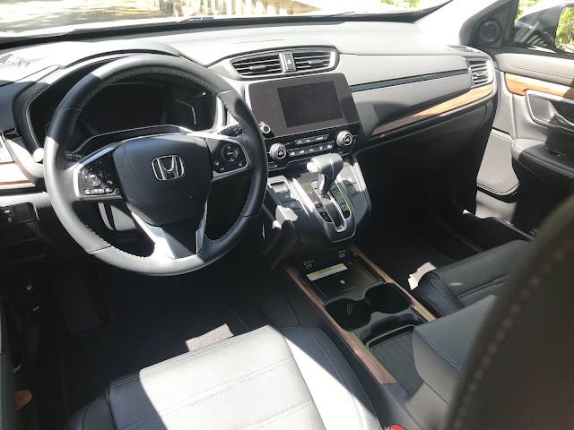 Instrument panel in 2020 Honda CR-V Touring