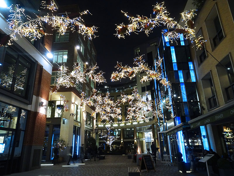 London_Gorgeous_Christmas_Lights_Photographs_Covent_garden