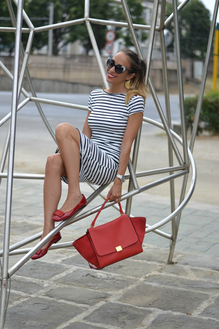 stripes and red details outfit