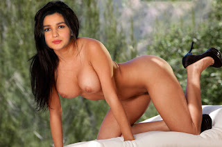 Alia Bhatt Nude Shows Her Hairy Pussy & Boobs