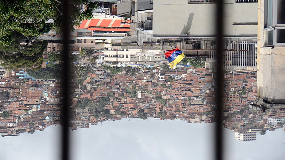 Video con la bandera de Venezuela de cabeza