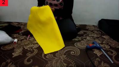 Langkah-langkah dalam membuat bantal emoticon dari kain flanel