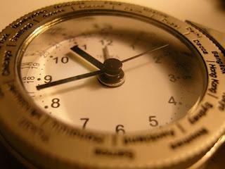 batas waktu am dan pm,perbedaan pm sama am,bedanya am pm,pembagian waktu am pm,am dan pm menunjukan waktu,pm adalah singkatan dari,arti am dalam pengakuan iman rasuli,
