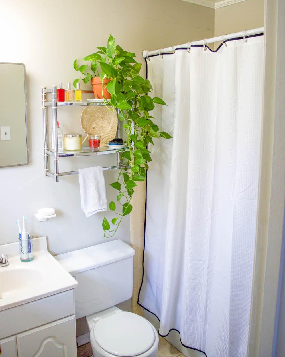 easy small bathroom curtain update
