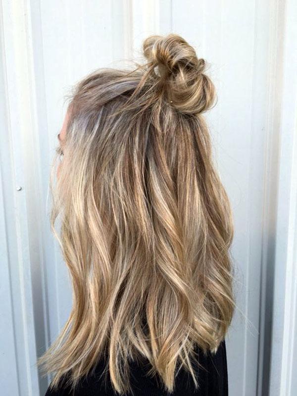 S T Y L E D E C O R U M Hair Half Up Messy Bun