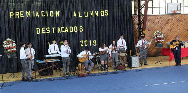 Orquesta Latinoamericana y el Coro de funcionarios del Liceo