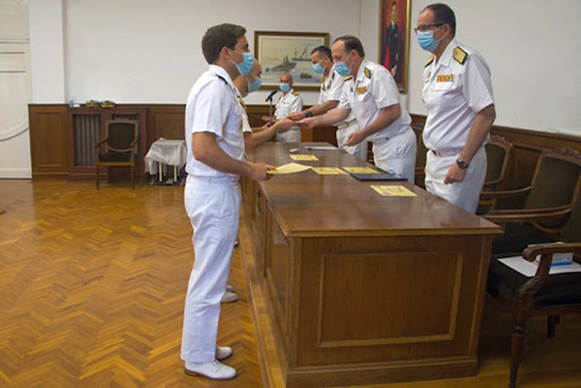 Entrega de distintivos y diplomas (ESUBMAR).